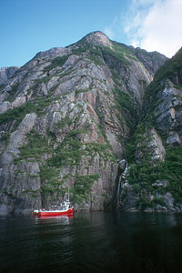 Boat cruise on Western Brook Pond