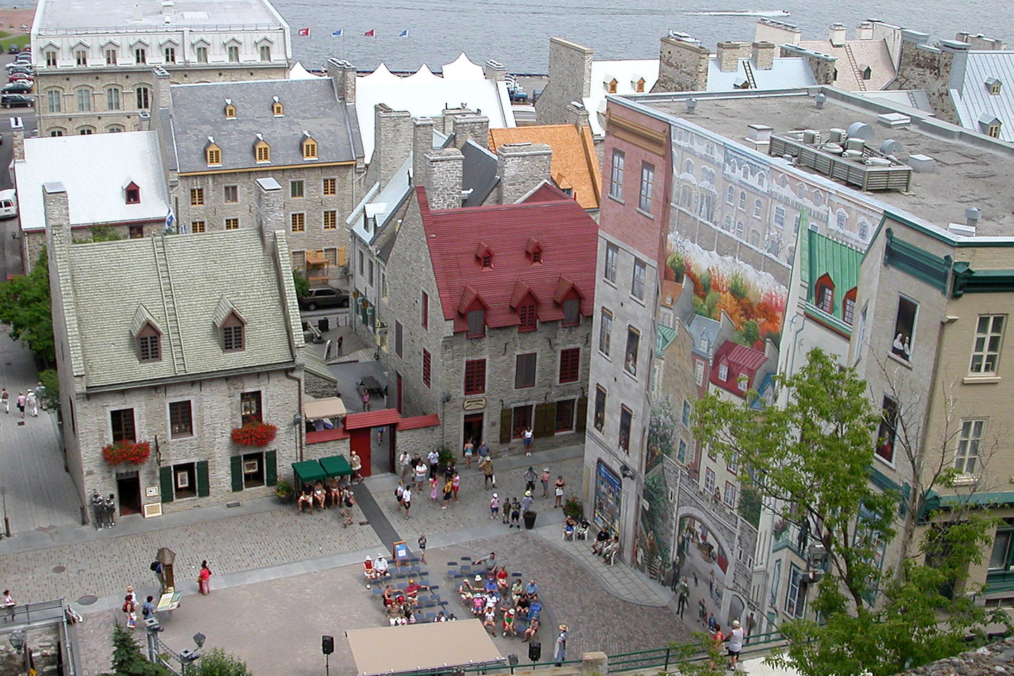 Looking down on the rue du Petit-Champlain.