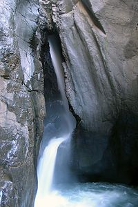 Box Canyon Falls photo by Andrew