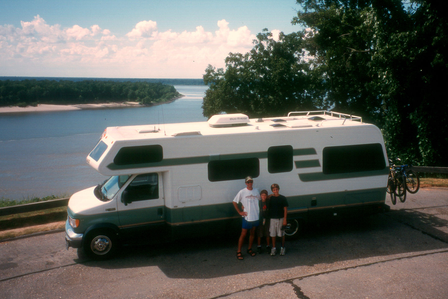 RV poised to cross the mightly Mississippi River