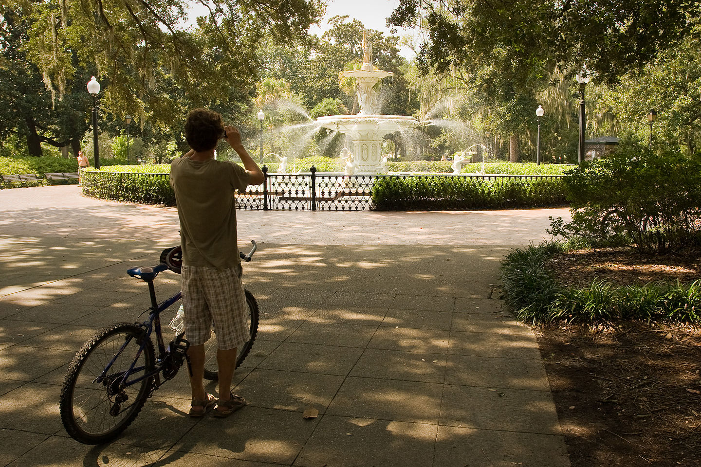 Tom photographing Forsyth Park fountain