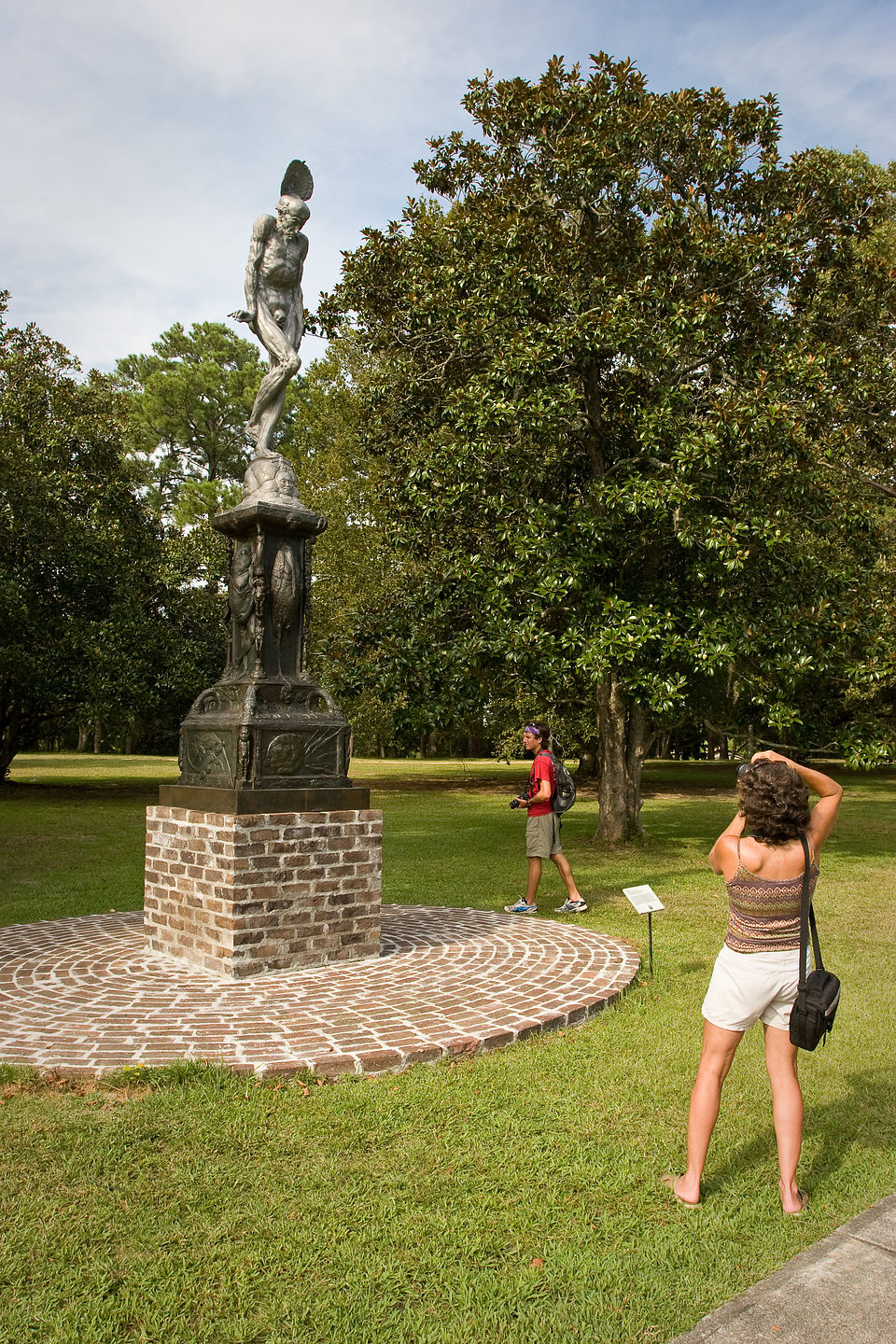 Lolo photographing statue