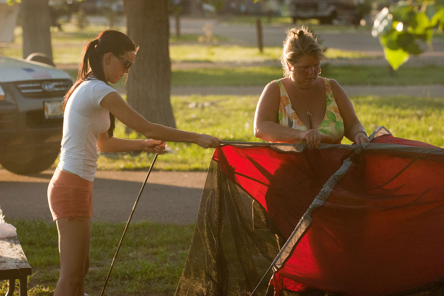 Mother & daughter tent pitching team