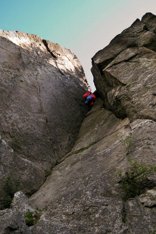 Cliff-hanging Bear-Bag