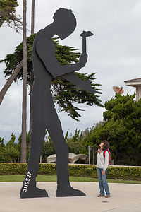 Lolo with Hammering Man