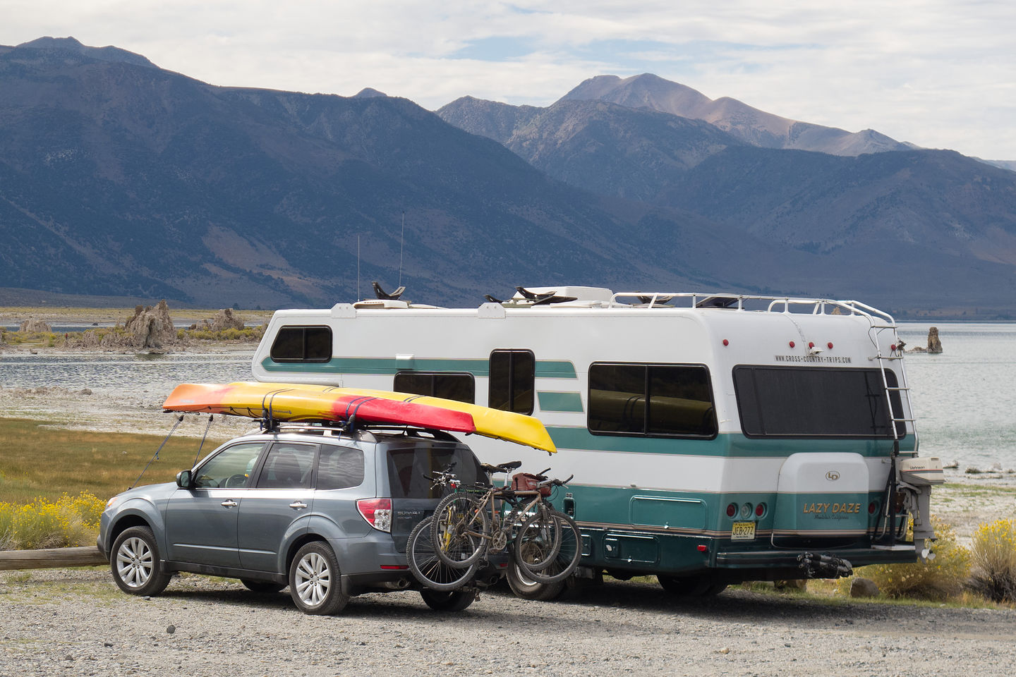 Lazy Daze and Forester with Kayaks at Mono Lake