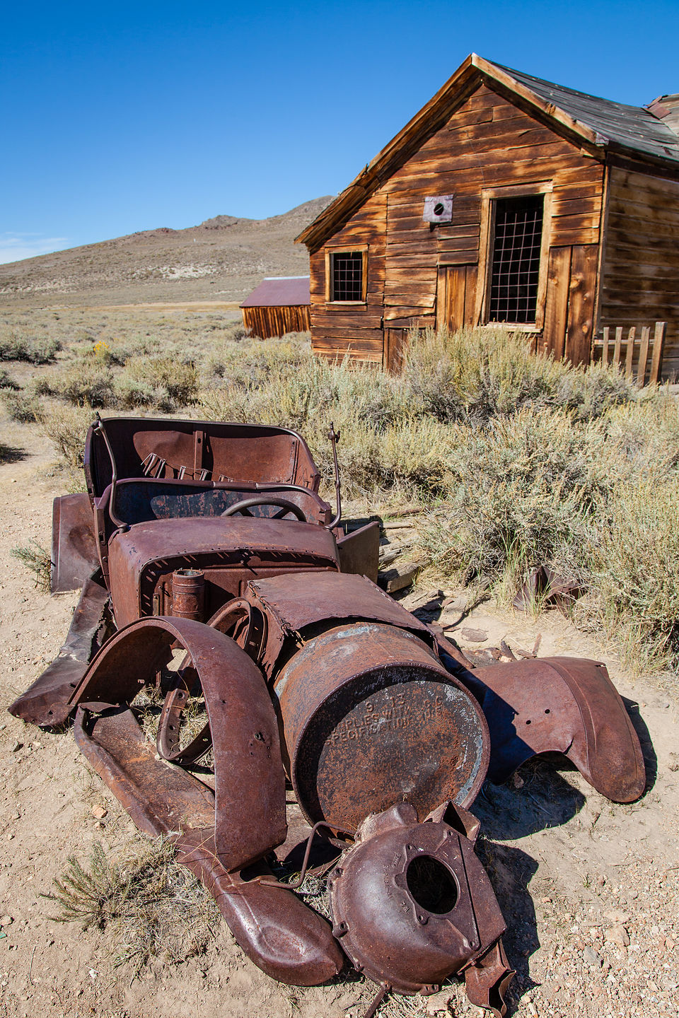 Bodie Rusted Car with Cabin