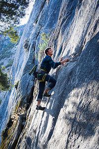 Tom Climbing - LEG