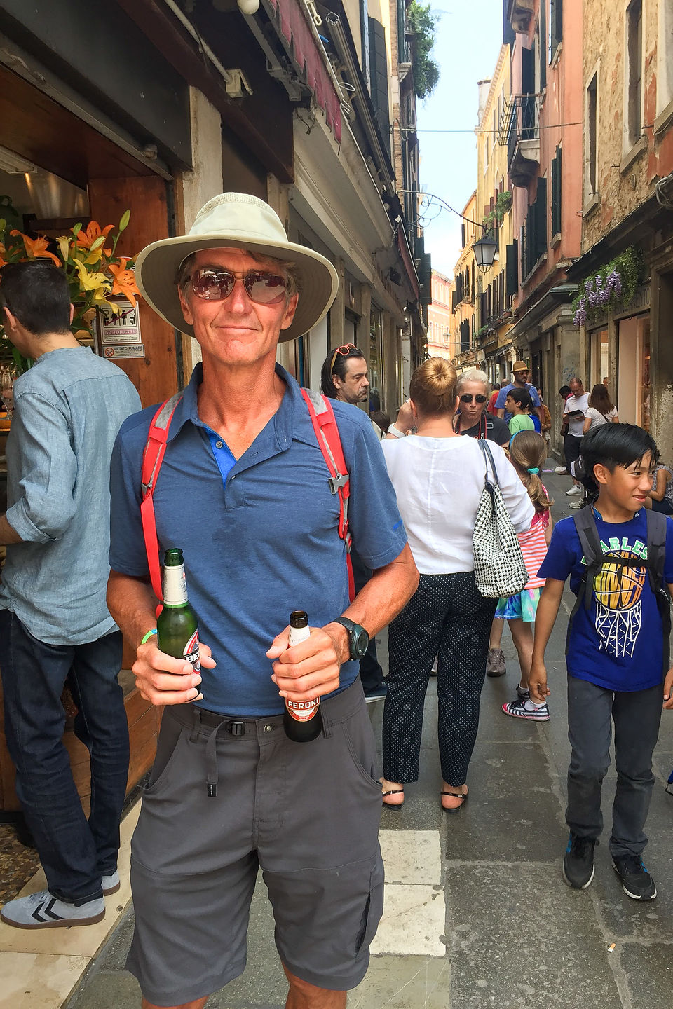 Wandering the back alleys of Venice (with beer)