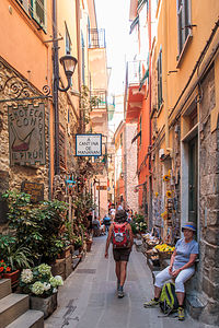 Exploring the back alleys of Corniglia