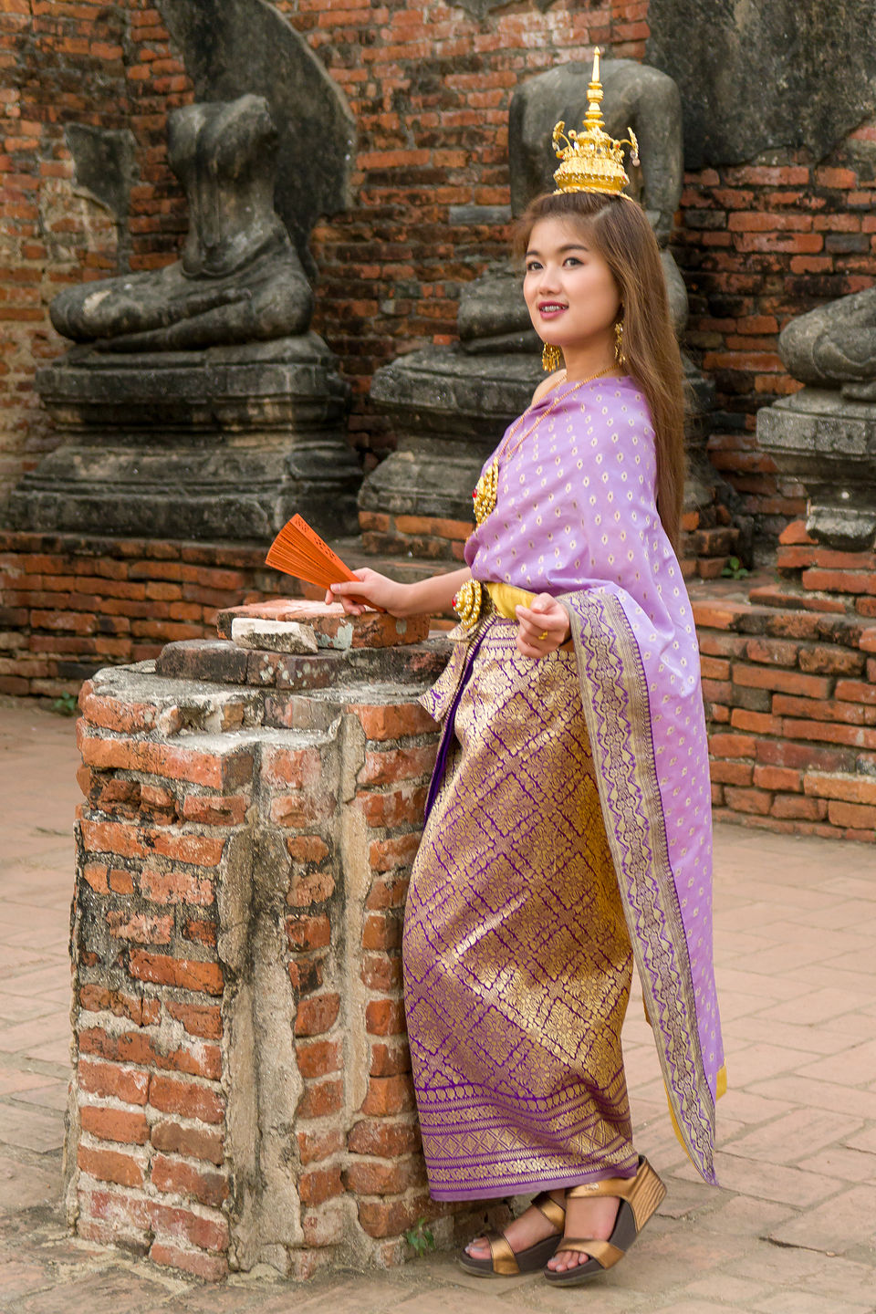 Traditional Thai dress at Chai Watthanaram Temple