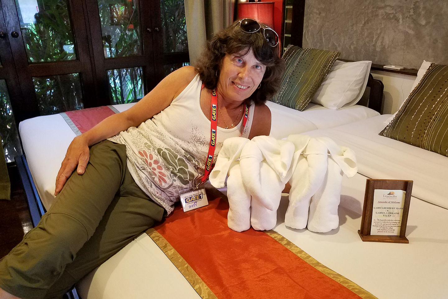 Lolo playing with her elephant towels in Legendha Sukhothai