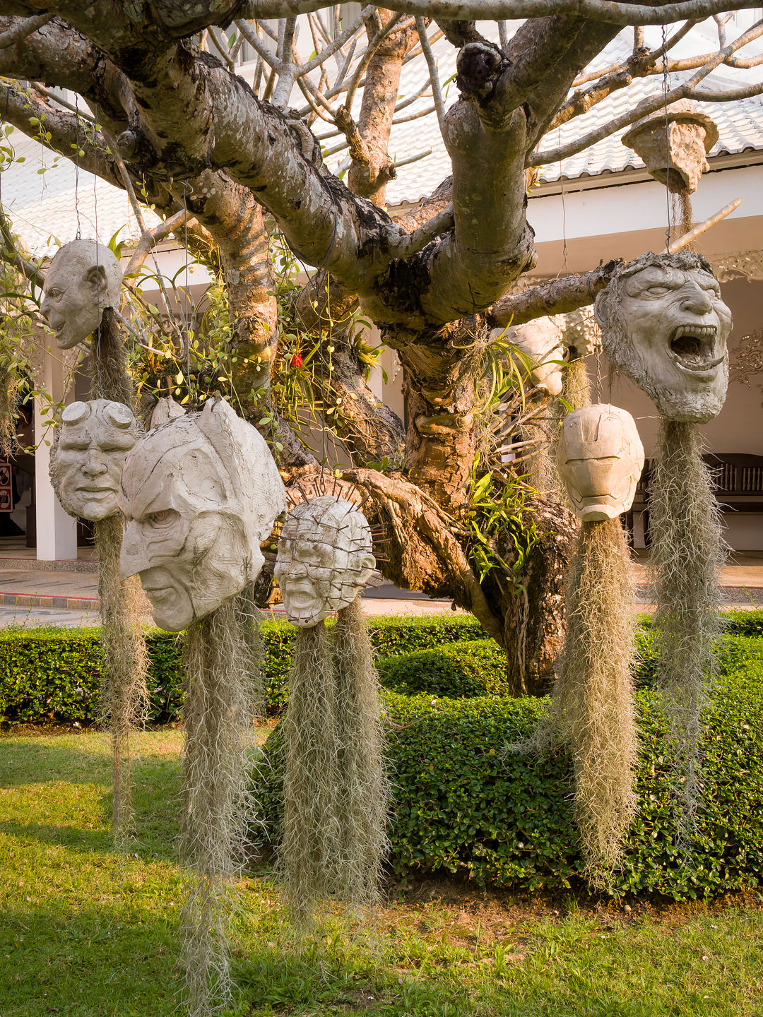 More severed heads at the White Temple