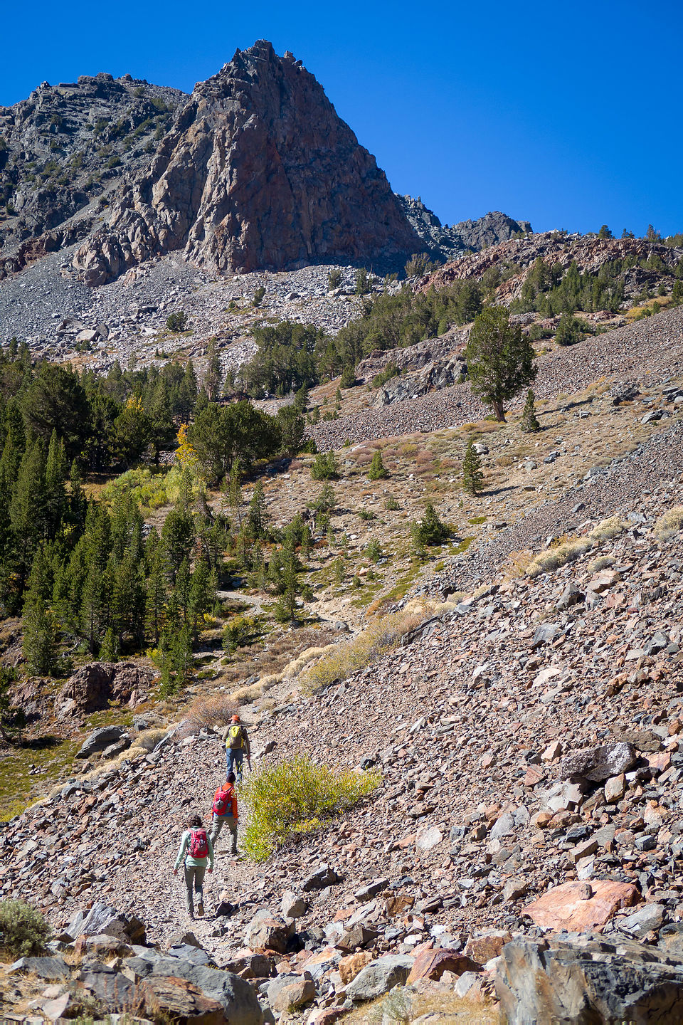 Hike along the Virginia Lakes Trail