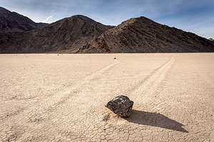 Mysterious moving rocks of the Racetrack