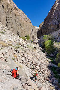 Hike down into the Owens River Gorge