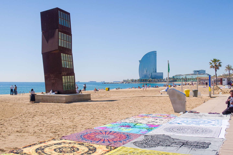 La Estrella Herida and vendor wares along Barceloneta Beach