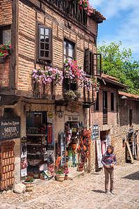Lolo wandering along the cobblestone streets of Santillana del Mar