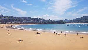 Looking the other direction on La Playa de La Concha