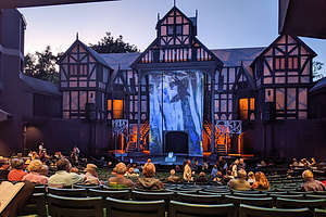 Stage of the Allen Elizabethan Theater before the perfomance of Macbeth