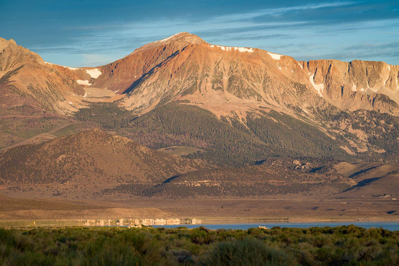 Morning view of Mono Lake tiny tufas